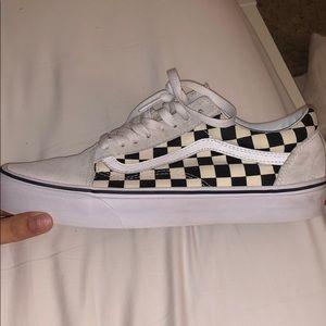 white old skool checkered vans